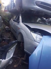 2001 FORD FOCUS 1.6 PETROL BREAKING FOR PARTS