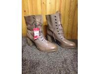 Clarks size 7 boots new tagged
