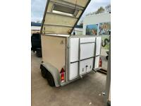 Box trailer with lift up lid and tailgate