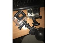 Go pro hero 4 black edition comes with charger and box