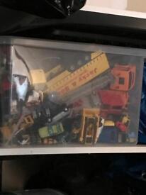Box of assorted cars/trucks etc