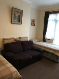 ** VERY LARGE TWIN ROOM TO RENT IN FINCHLEY CENTRAL - IDEAL FOR 2 SHARERS!!! - JUST DECORATED **