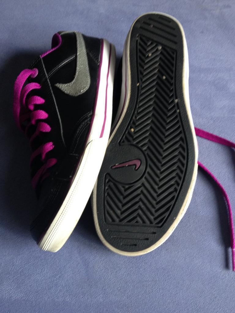 Sport shoesin Leith, EdinburghGumtree - Ladies Nike sport shoes, size UK 5, used but in very good condition. Collection only