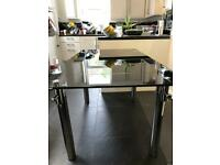 EXTENDING BLACK GLASS DINING TABLE WITH CHROME LEGS LOOKS STUNNING EXCELLENT CONDITION