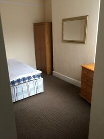 Large single - Ensuite ( close to town centre & train station)