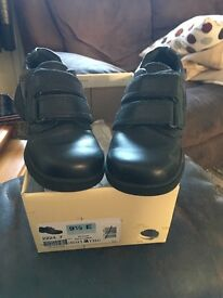 Boys infant black shoes . Like new!!