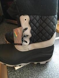 Snow-ski boots size 6