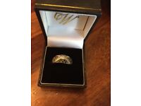 9ct yellow gold black and white diamond ring