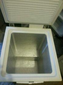 Medium chest freezer 141 litre