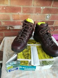 Scarpa Ladies size 41 (GB 7) Ranger, Vordo walking boots. Only worn 3 times.