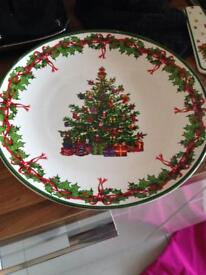 Large Christmas plate and serving slice
