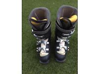 Woman's Salomon ski boots size 6