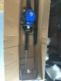 Hyundai HYT2622-3 26 cc Double Reciprocating Blade Hedge Trimmer