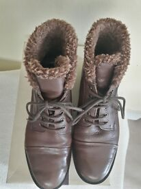 Ankle boots size 6 leather brown with fur