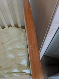 Cotbed good condition few teeth marks at the end comes with quilt .sheet and baby pillow 50 pound