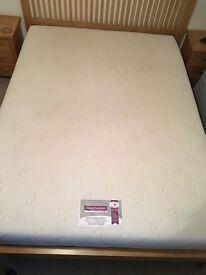 King size memory foam mattress, excellent condition