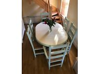 Dining/kitchen table (extendable) and 6 chairs