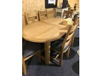 SOLID OAK EXTENDABLE TABLE AND SIX OAK CHAIRS