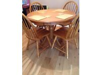 Round dining tbale with 4 chairs