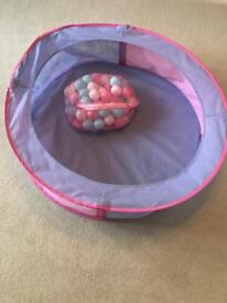 Pop up play pit with balls