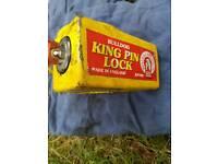 Bulldog king pin lock