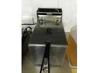 Buffalo L300 Counter Top Deep Fat Fryer 8l capacilty. Cleaned and ready for work.