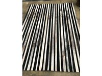 Very fashion rug in very good condition only £50