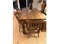 Beautiful dining room table and 6 chairs
