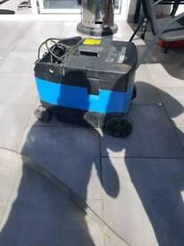 Wet /dry vacuum extractor