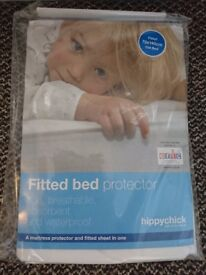 2 x Hippychick fitted bed protector cotbed size 70cm x 140cm