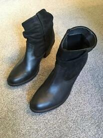 Mantaray Ladies Size 8 Ankle Boots