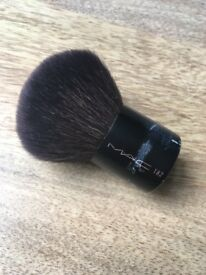 Mac Cosmetics 182 Face Brush
