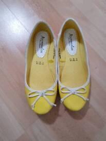 Size 6 Accessorize flat shoes