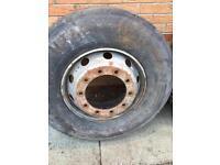 295/80 295/80/22.5 truck tyres & wheels 4 off