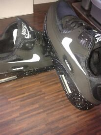 NEW mens black nike trainers size 7