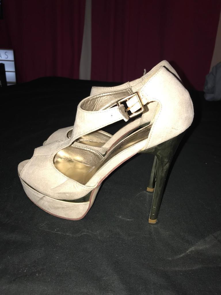 Size 6 nude heels for sale
