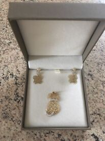 Set of 9k gold pendant and earings- new