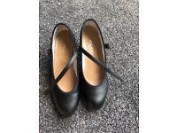 Women's dancing shoes. Size 4 1/2