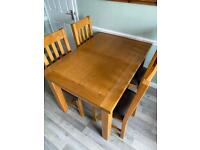 Oak 4-6seater dining table with 4 chairs
