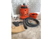 Hardly used Vax 6131 vacuum and carpet shampooer.