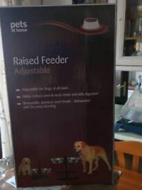 Raised bowl pet feeder