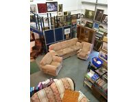 Fabric 4 seater settee & 2 chairs in reasonable condition