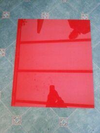 Red glass kitchen cooker / hob splashback