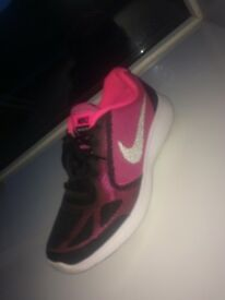 black&pink nike trainers, size 5.5 only worn once, perfect condition!