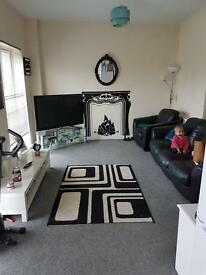 2 Bed flat in a excellent condition in a popular development