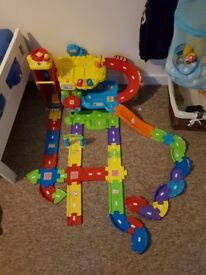 Toot Toot Garage & Extra Track + 3 Vehicles