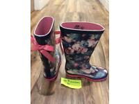 Size 13 older girls wellies in great condition