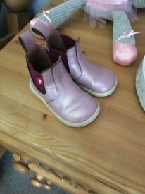 Girls chipmunk boots size 4 infant