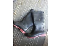 Wellie boots size 9