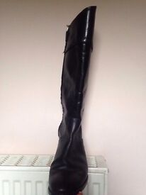 Under knee real leather black Massimo Dutti boots (size 40-41 EU/ 6.5 UK)